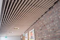 techo lineal con paredes de piedras
